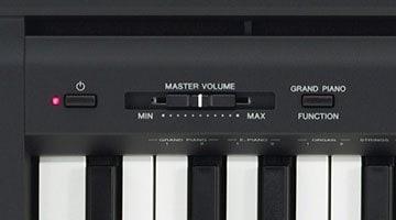 detalle del yamaha p45 piano digital negro